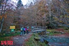 Cruzando el puente del Gave d'Aspe. ©aunpasodelacima