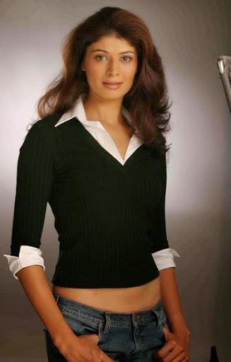 Pooja Batra Body Size