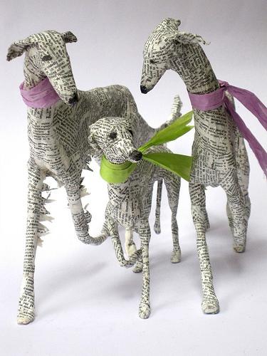 статуэтка собак из необычных материалов