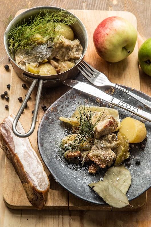 Svinebryst braiseret i æblemost med fennikel og æbler - Mikkel Bækgaards Madblog.jpg