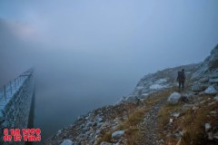 Al otro lado de la presa. © aunpasodelacima