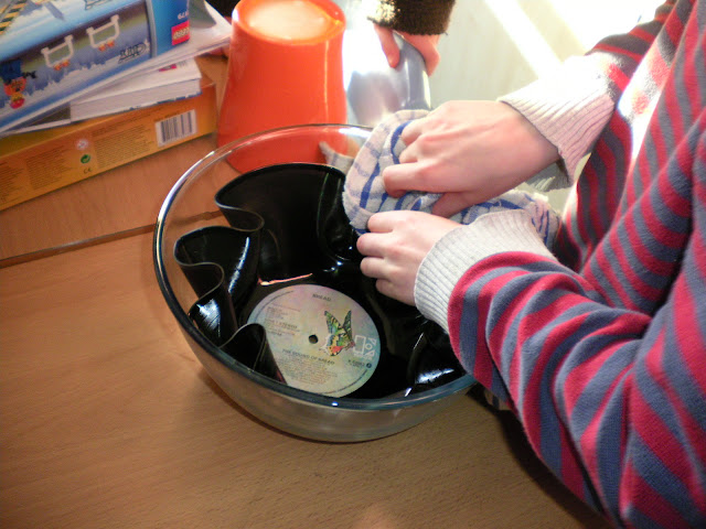 Making Bowls out of Old Vinyl Records (4/6)