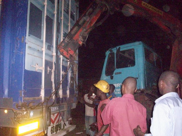 Container Arrival & Offloading in Buea - 100_9125.JPG
