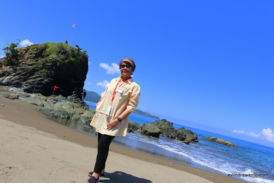 Poto Batu yang instagramable untuk foto - Destinasi Wisata Sumbawa Barat