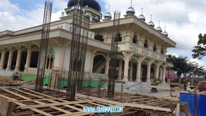 masjid saree lagi pembangunan/ perluasan