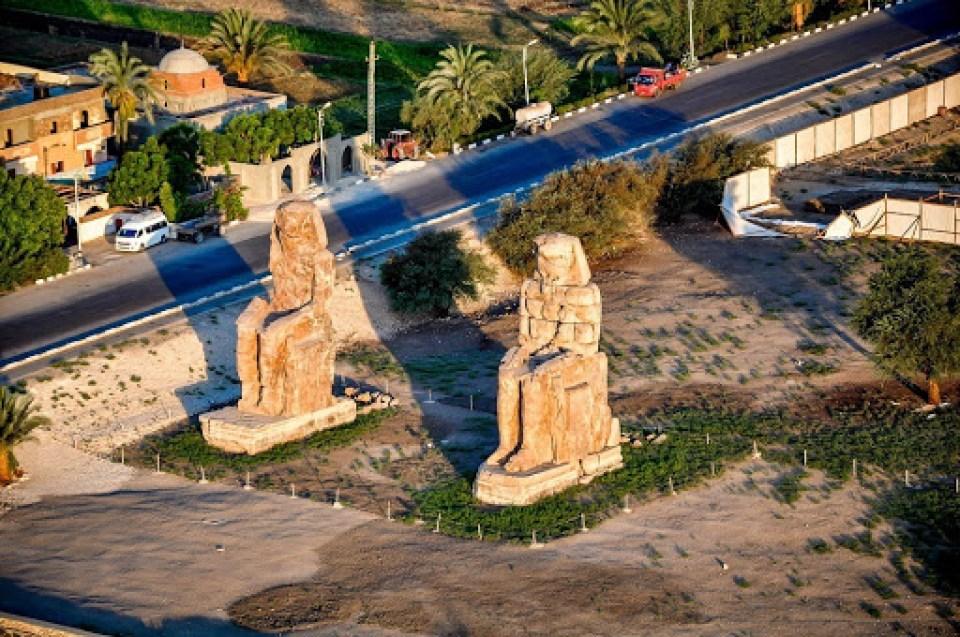 Colosos de Memnon: El canto estatuas