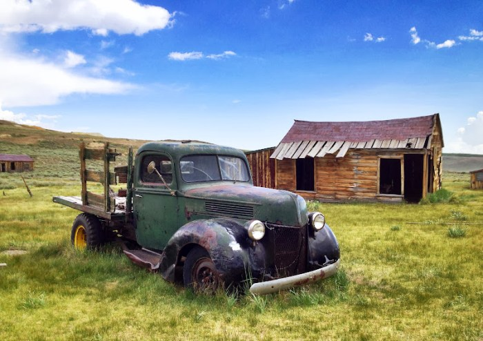 An abandoned car in Bodie