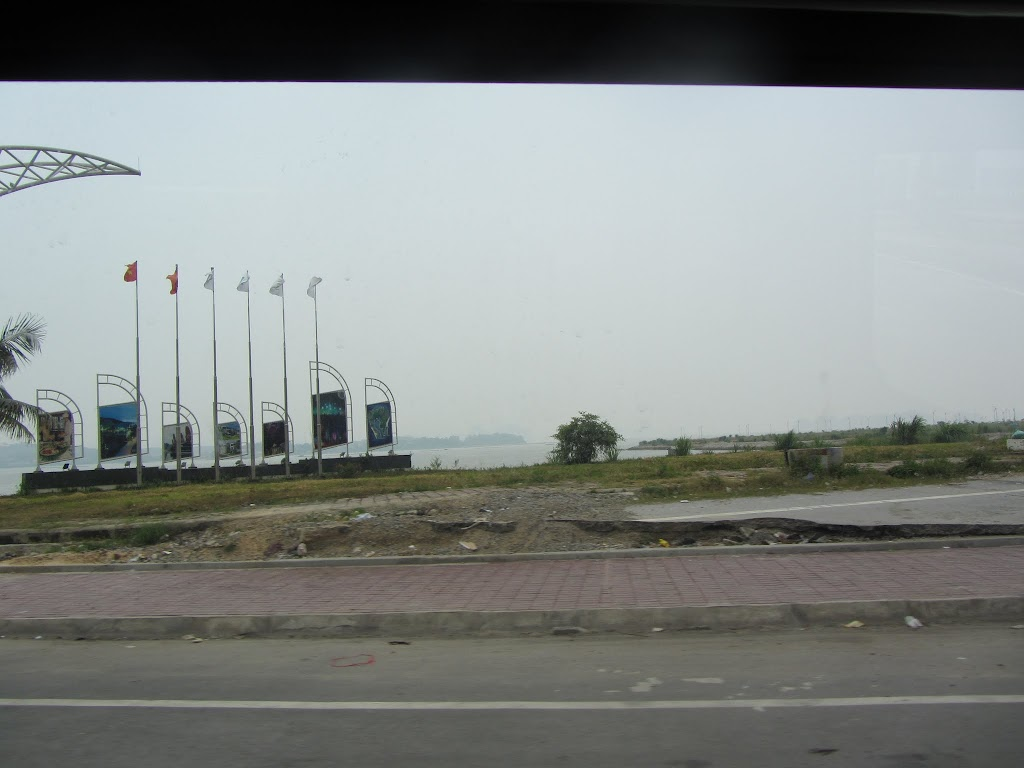 0034Road_to_Halong_Bay