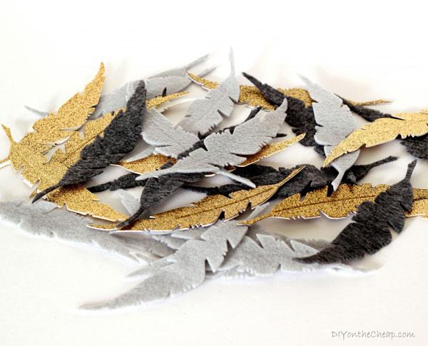 Decorar con un movil de plumas