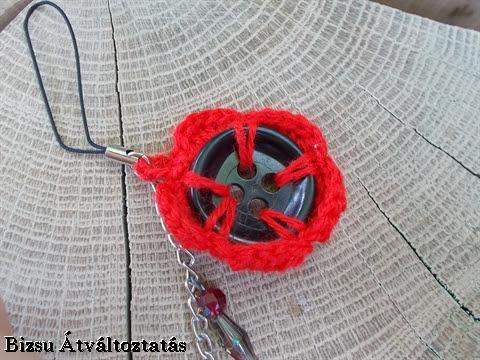piros horgolt kulcstartó