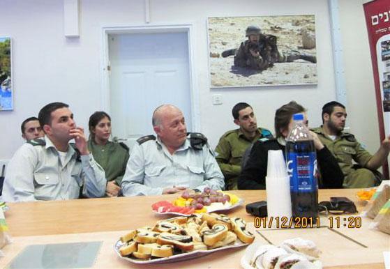 ארוע  עם קצין השלישות תאל אריה דהן 01.12.12 018