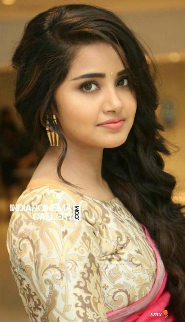 beautifull girls pics: Beautiful Indian girls hot sexy images