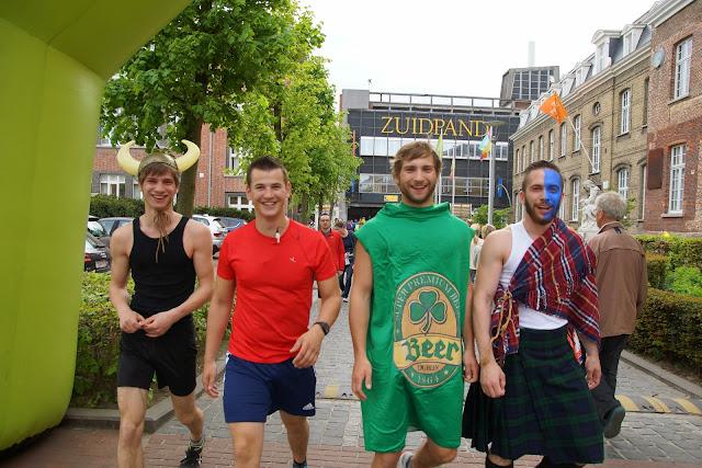 verkleed meelopen aan Dwars over de Mandel 2015