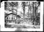 """Vor dem Rosentaltor; Gaststätte und Café """"Schweizerhäuschen""""; um 1885, Fotograf: Hermann Walter"""