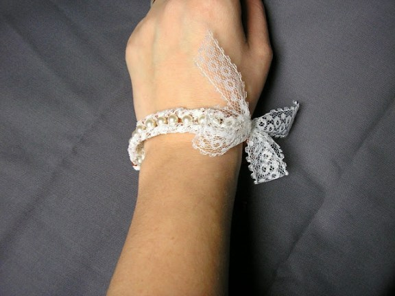 Pearl and lace bracelet