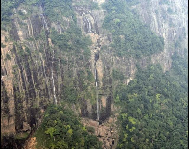 shillong nohkalikai falls image