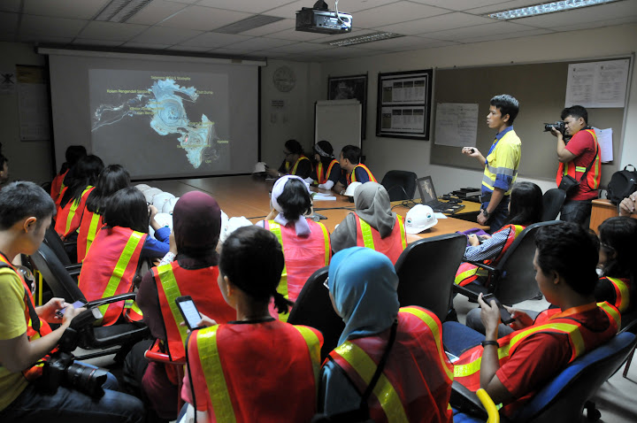 Presentasi oleh Senior Specialist Mining Compliance -  Budianto
