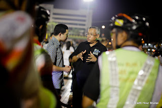 BRUNEI_BSB_Prince Malik With Director Of Tourism And Embasidor Of Earth Hour Brunei_Riyii