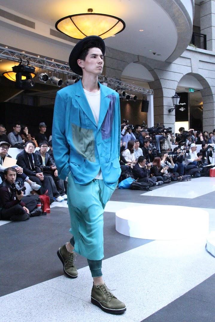 *BELLAVITA 2013春夏聯合新品發表會:Janet 一襲低胸寶藍洋裝「漫步春天」 7