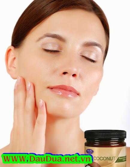 Tinh dầu dừa trị mụn đầu đen giúp bạn tự tin với da mặt trắng mịn