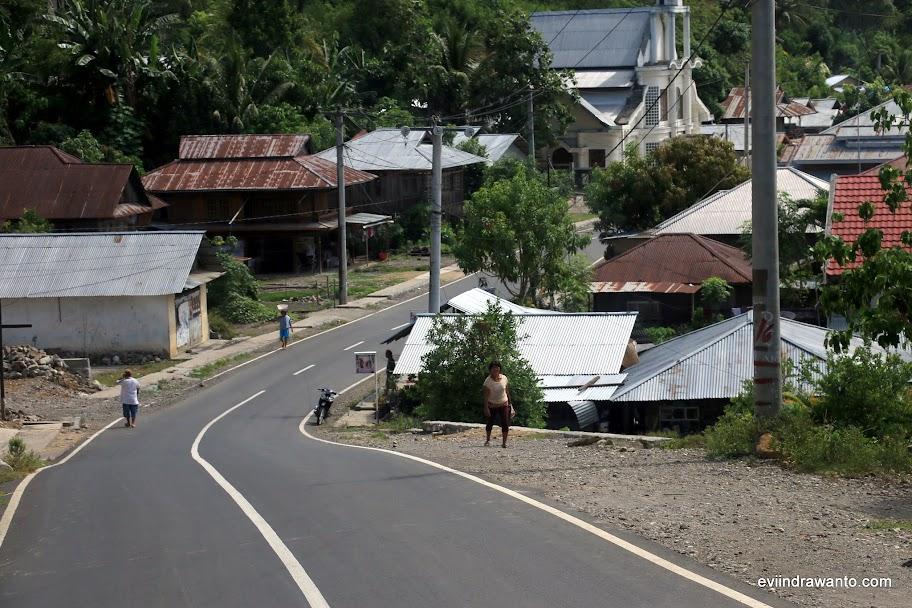 Jalan penghubung Manado-Ratatotok