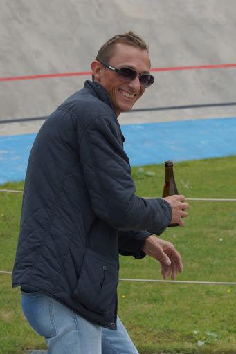 Peter Bogaert, met een pint in de hand