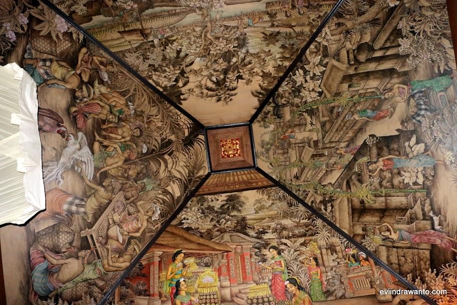 Lukisan di atas plafon Sukun Bali Cottages