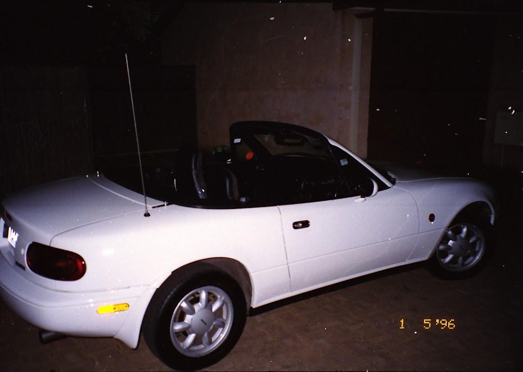 0300Mazda MX-5 1990