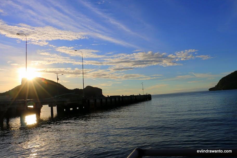 Sore yang temaram di Dermaga Pelabuhan  Benete