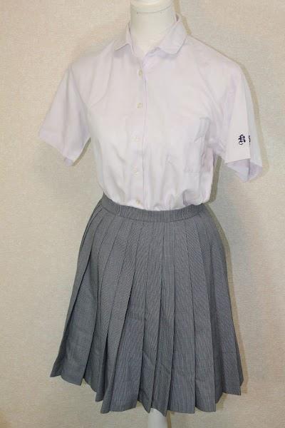 興南高等学校の女子の制服2