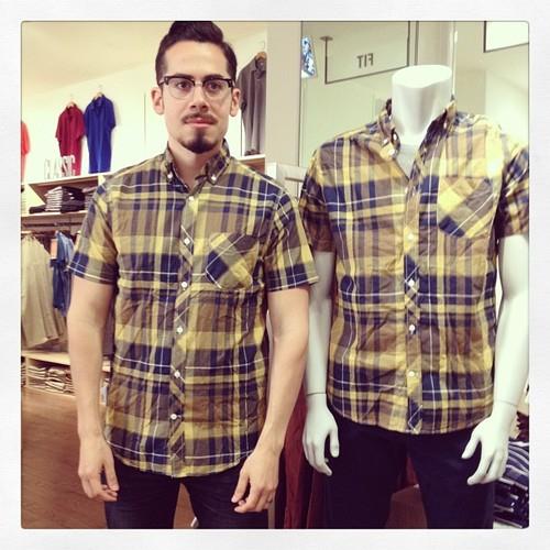 #撞衫也是一種樂趣:溫哥華男子就是愛到店跟假人模特兒撞衫 3