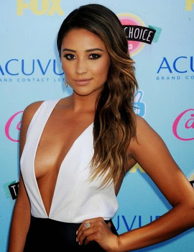 Shay Mitchell Photos