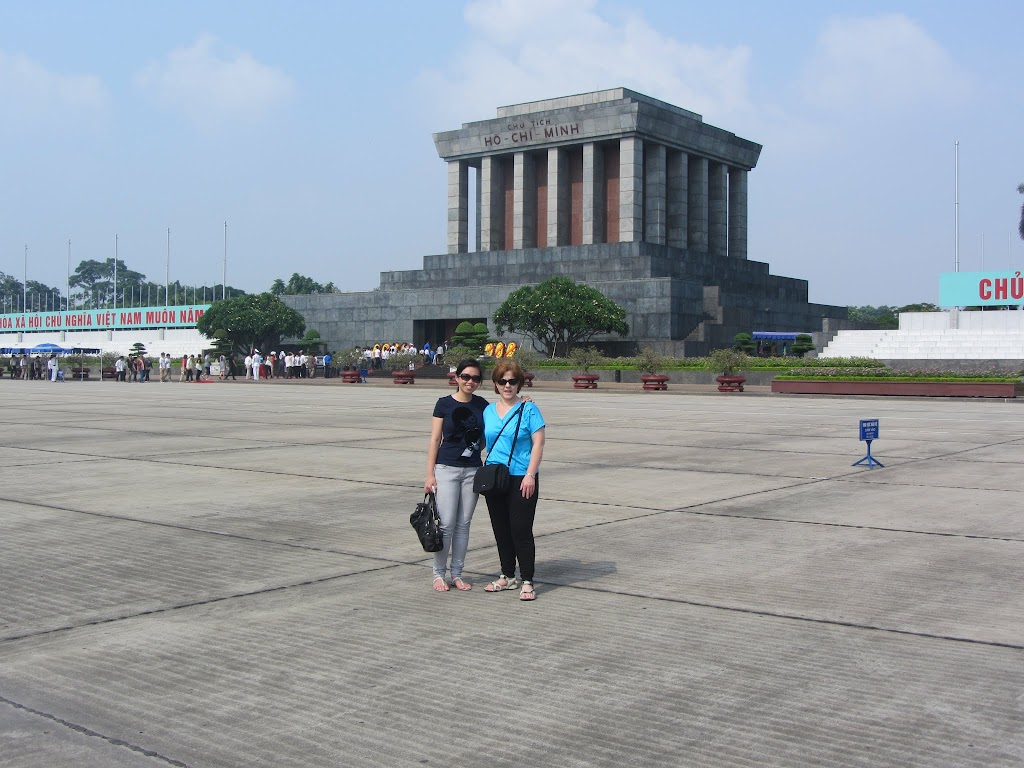 0245Dani_and_Leng_at_Ho_Chi_Minhs_Mausoleum