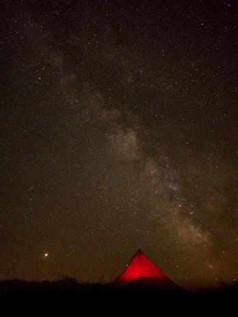 La voie lactée et Mars en bas à gauche