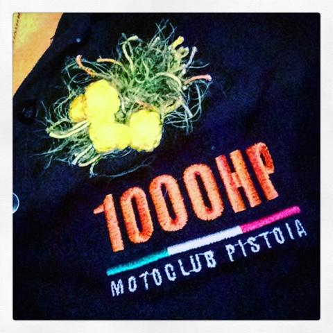 Una mimosa crochet anche per il Motoclub Di Pistoia