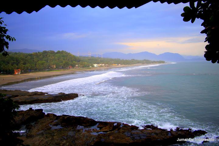 View dari atas batu karang yang dipercaya masyarakat Sukabumi yang dulunya bekas Singgasana Bunda Ratu Kidul