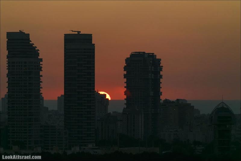 Тель Авивские небоскребы на закате