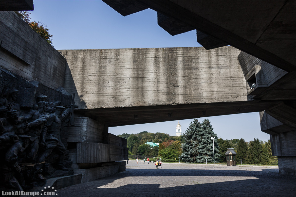 Монумент Родина-мать в Киеве | Mother Mothreland monument in Kiev | Блог LookAtIsrael.com путешествует по Украине