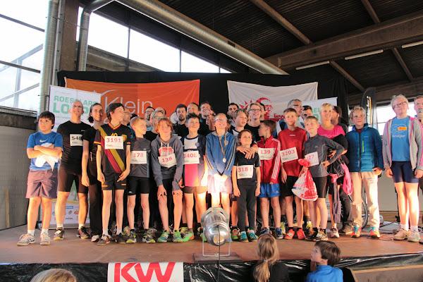 podium Kidsrun Dwars over de Mandel met supporters en spelers Knack Roeselare