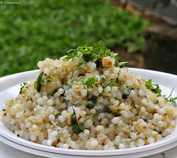 Sabudana Khichdi Recipe | Quick & Easy Indian Sago Upma | Maharashtrian Sabudana Upma Recipe by Foodomania.com