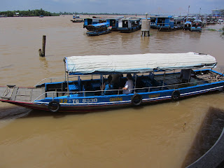 0010A_Day_on_the_Mekong