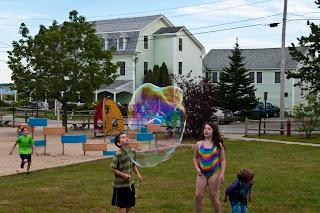 Ferry Beach-Bubbles-40