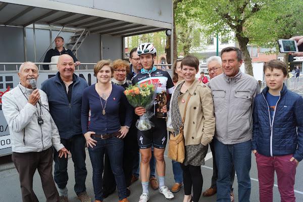 Engelbert Van Keirsbulck gehuldigd als winnaar van de 19e GP Hostekint