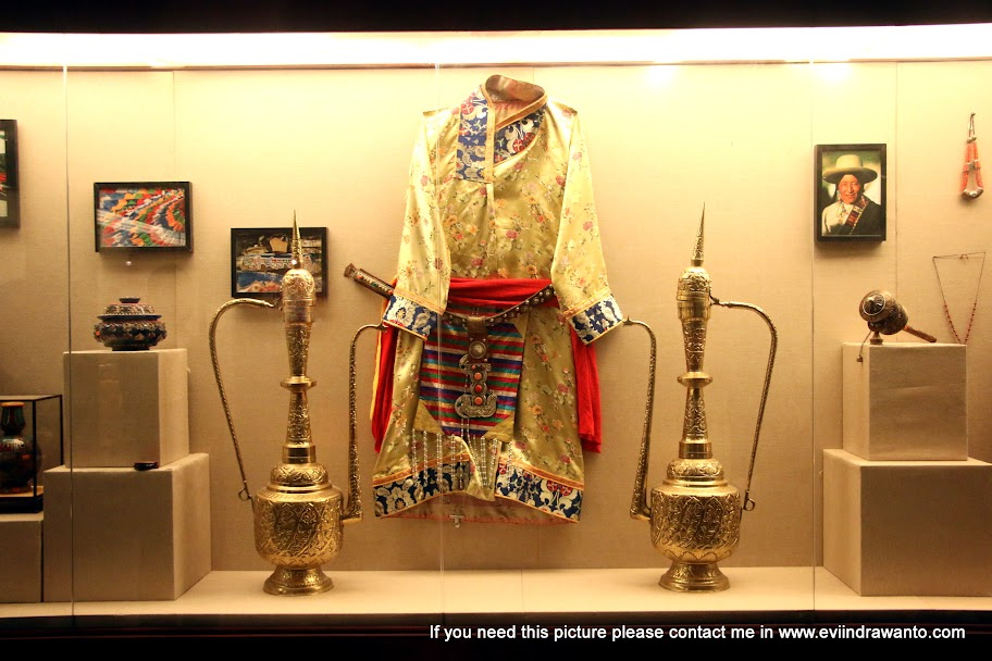 Baju dan perlengkapan rumah tangga bangsawan Tibet