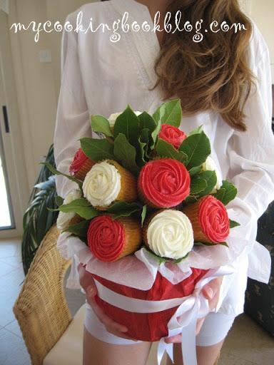 Букет от кексчета (Cupcake Flower Pot)
