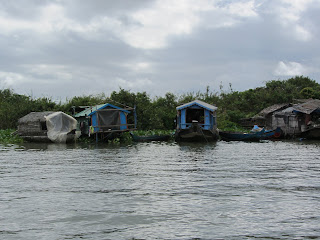 0025Tonle_Sap_Lake_Floating_Village