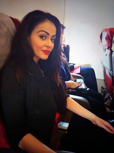 Ariana Ayam Photos