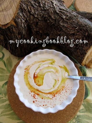 Тахиносалата (Ταχινοσαλάτα) или разядка с натурален сусамов тахан