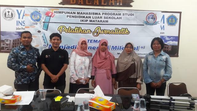 Foto Bersama Pemateri & Keluarga Besar HMPS Pendidikan Luar Sekolah saat Pelatihan Jurnalistik