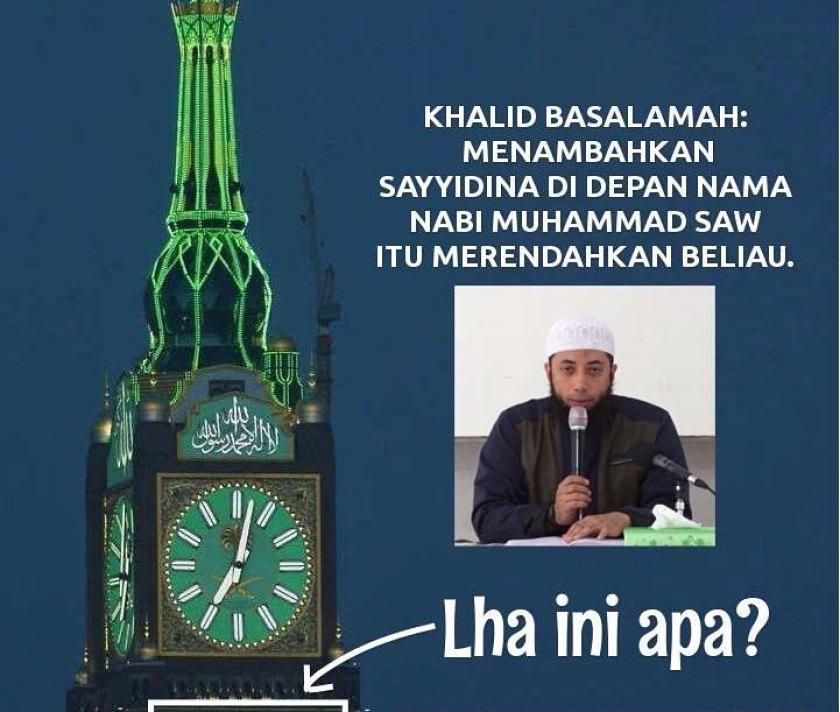 Gambar Meme: tampak bunyi redaksi shalawat Nabi menggunakan kata Sayyidina pada Abraj Al-Bait Tower Makkah Al-Mukarramah.